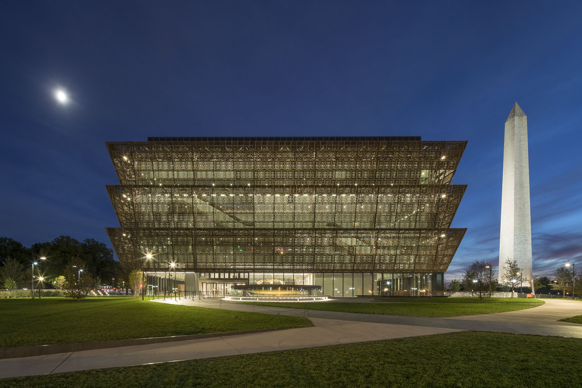 Smithsonian NMAAHC by David Adjaye photographed by Brad Feinknopf based in Columbus, Ohio