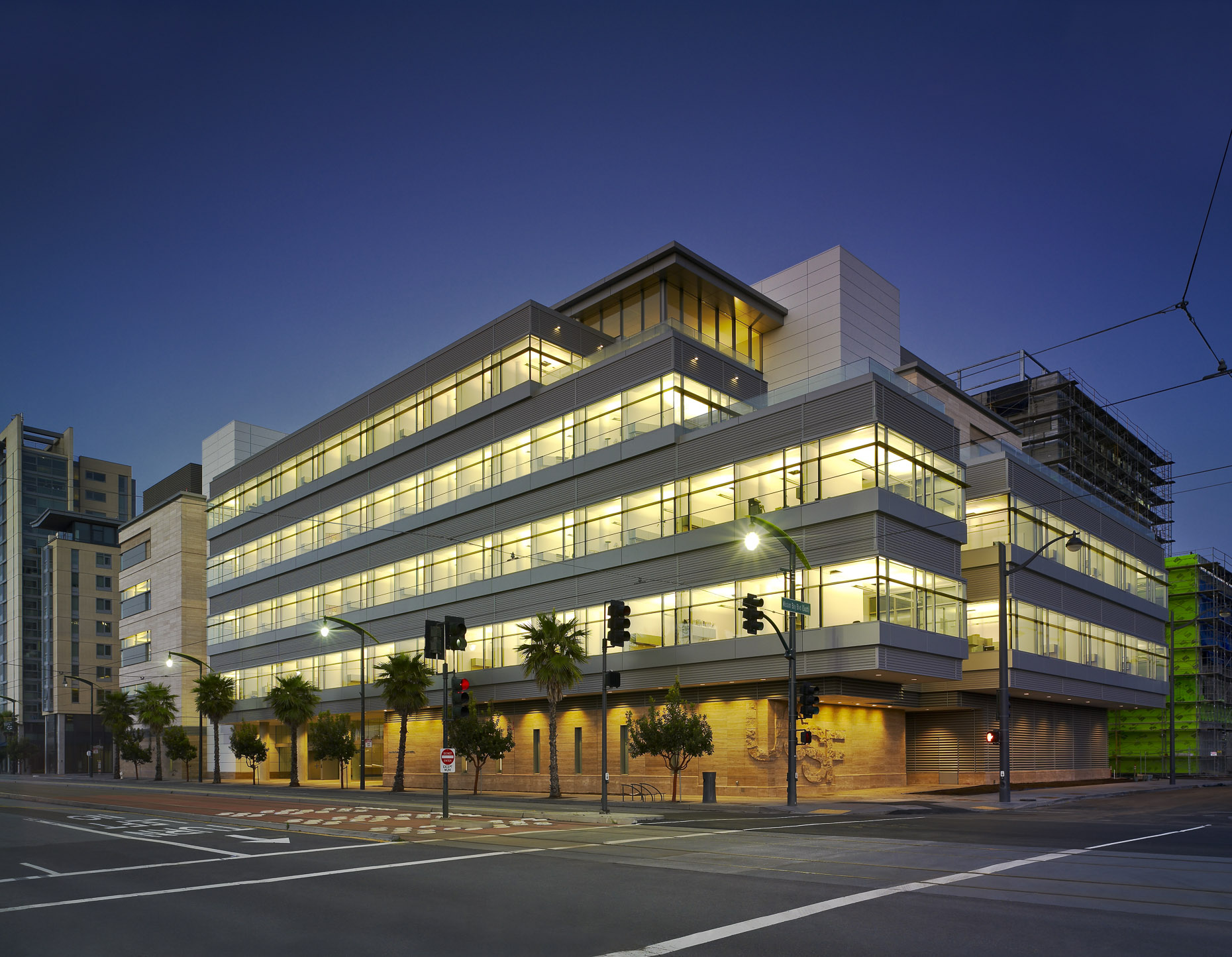University of California San Francisco Helen Diller Family Cancer Research Facility by Rafael Viñoly Architects photographed by Brad Feinknopf based in Columbus, Ohio