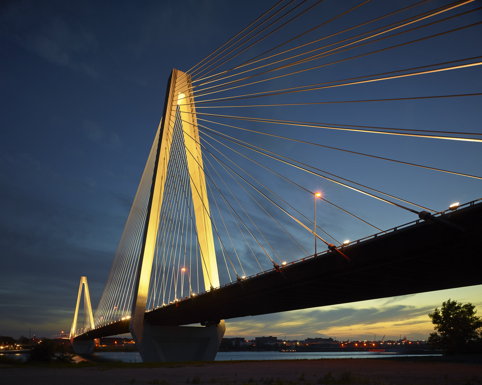 US I-70 Stan Musial Veterans Memorial Bridge by HNTB photographed by Brad Feinknopf based in Columbus, Ohio