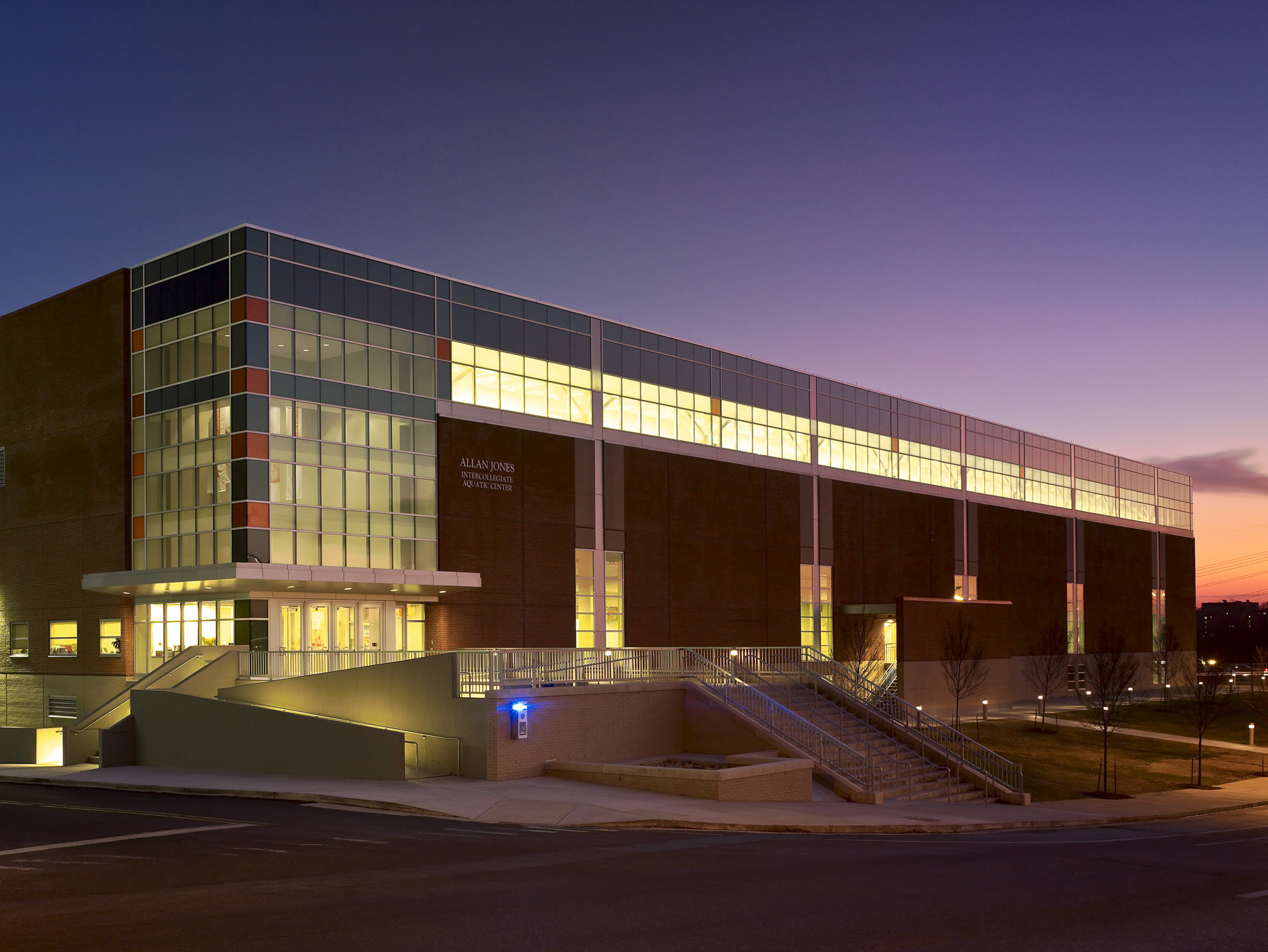 University of Tennessee Allan Jones Intercollegiate Aquatics Center by HNTB photographed by Brad Feinknopf based in COlumbus, Ohio
